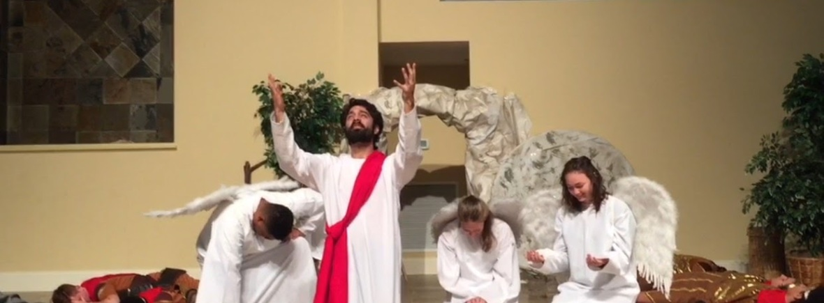 Jesus resurrected with angels by tomb
